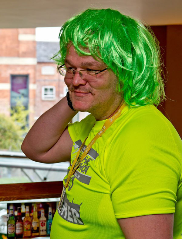 andy gsdr half marathon runner wearing a bright green wig